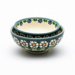 お茶碗の大小を重ねてみた写真