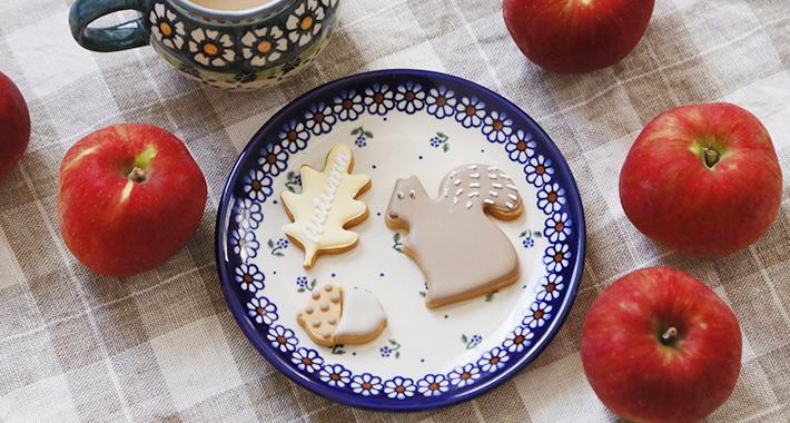 ヴェナお皿とりんごとクッキー